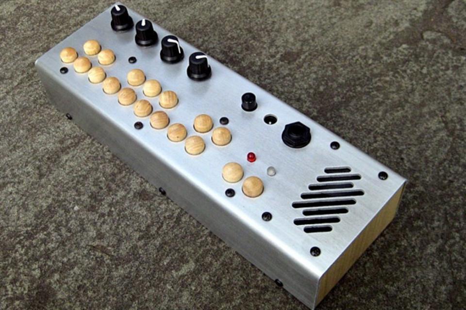 Pocket Piano Synthesizer