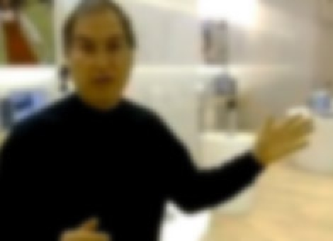 Steve Jobs Shows Off The Apple Store