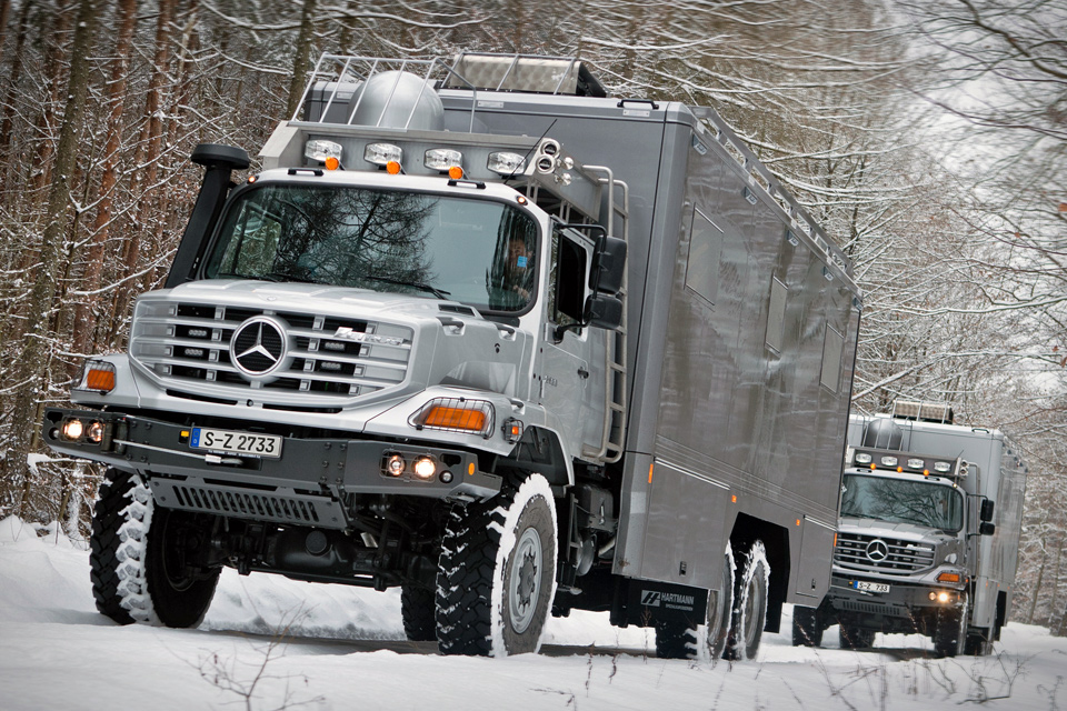 Mercedes Benz Zetros 6x6 Vehicle Uncrate