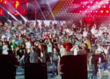 1000 Musicians Cover Seven Nation Army