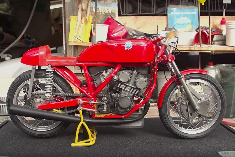 Uncrate Video Valentino Rossi Destroys Yamaha Motobot