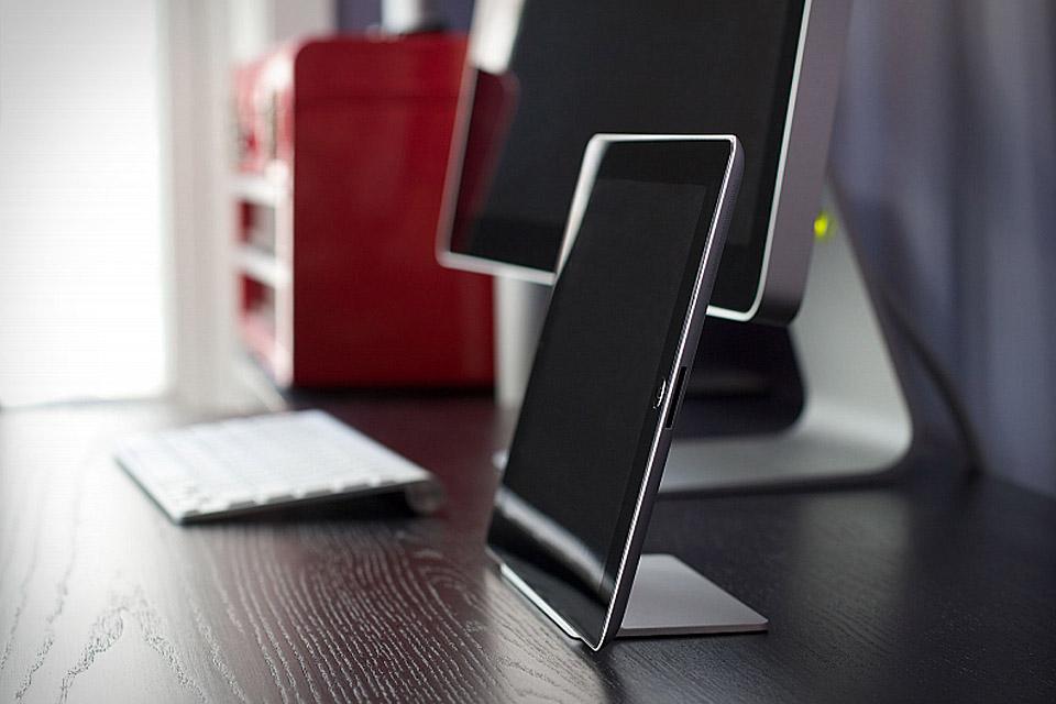 Magnus iPad Stand
