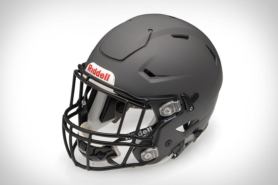 Riddell football helmets in different styles Speed VSR4