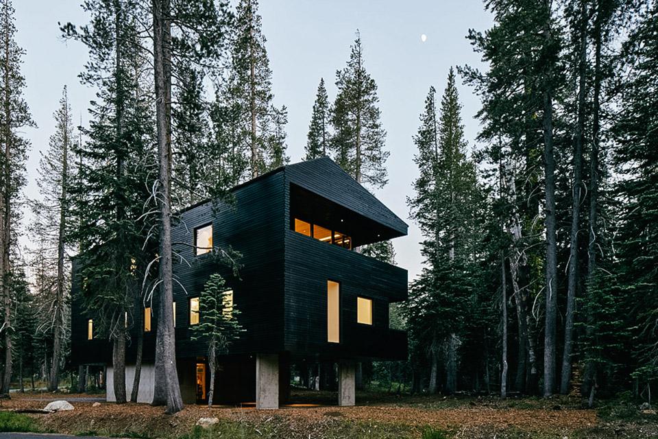 Trollhus House