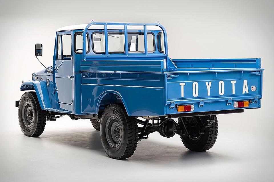 1974 Toyota Land Cruiser FJ45 Truck