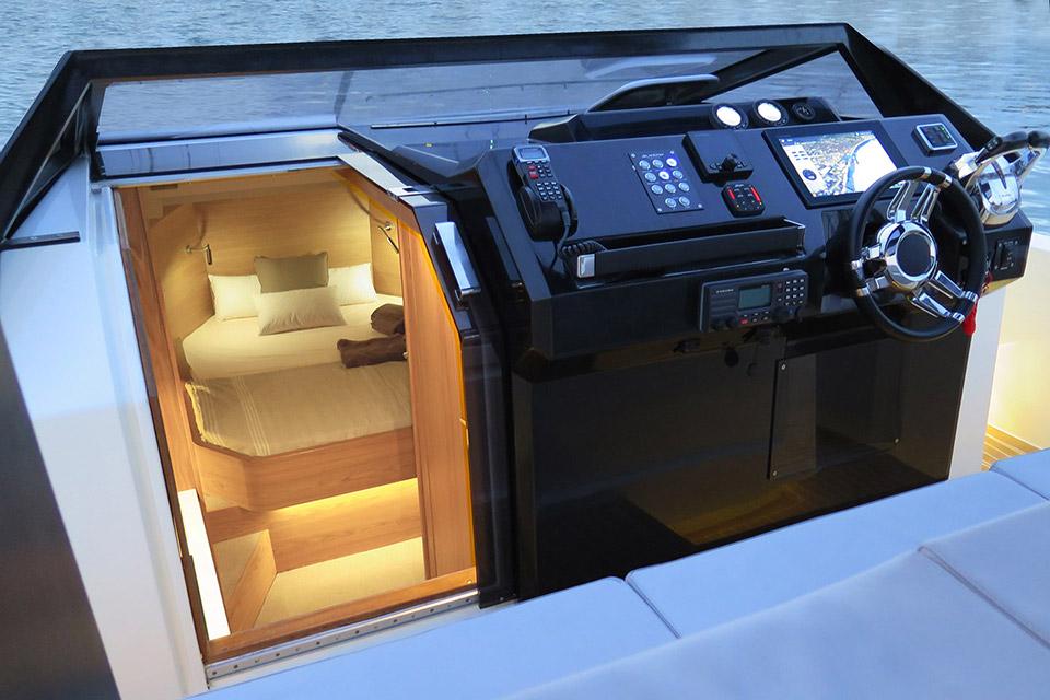 De Antonio D33 Yacht
