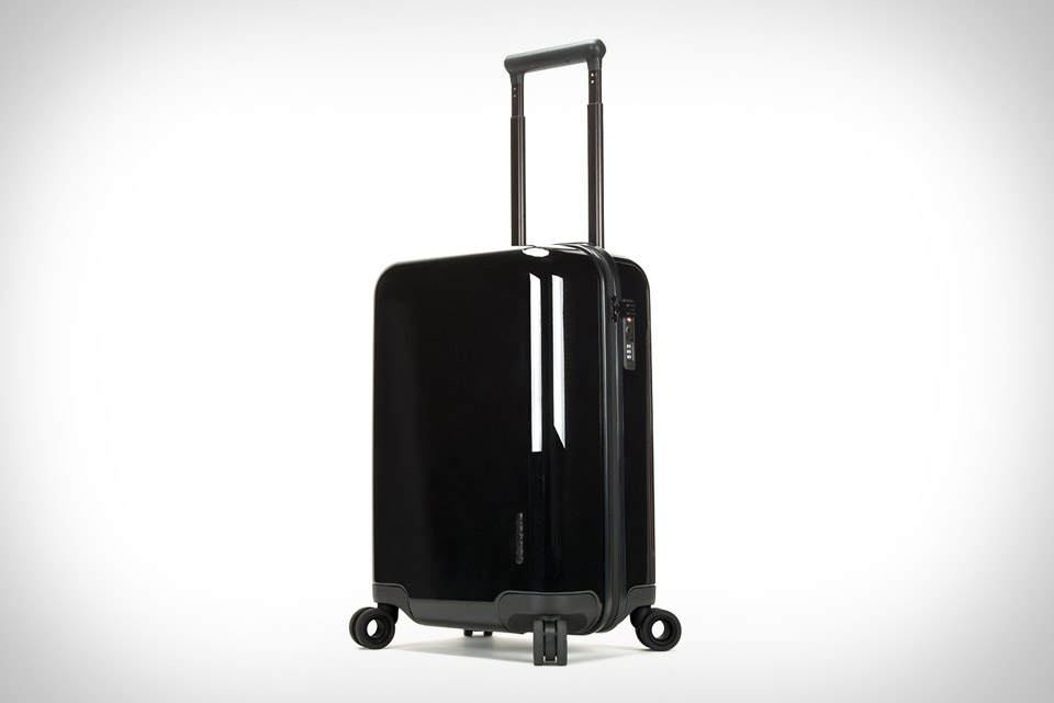 Incase NoviConnected Roller Suitcase