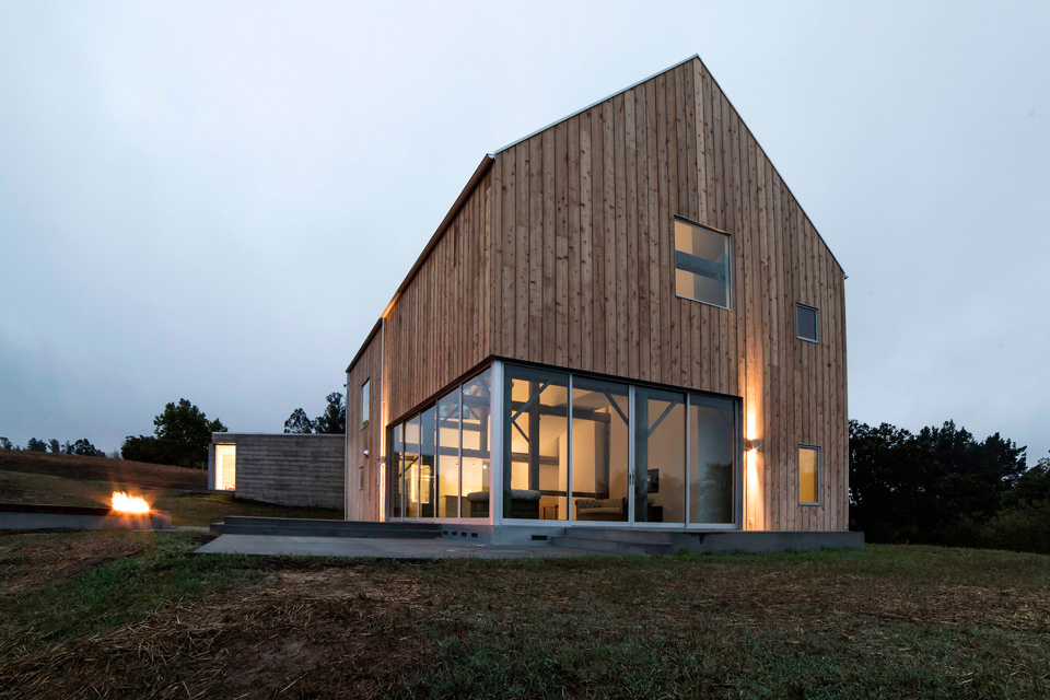 Sebastopol barn house uncrate for Modern pole barn