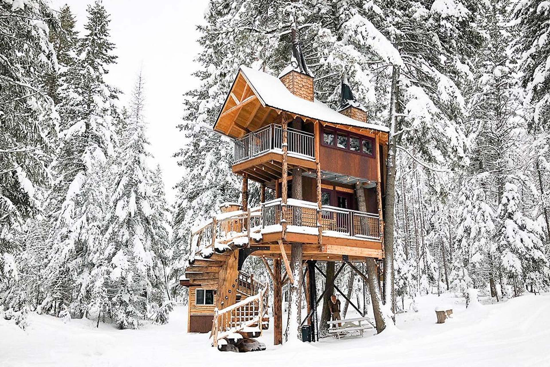 Montana treehouse retreat uncrate for Retreat house