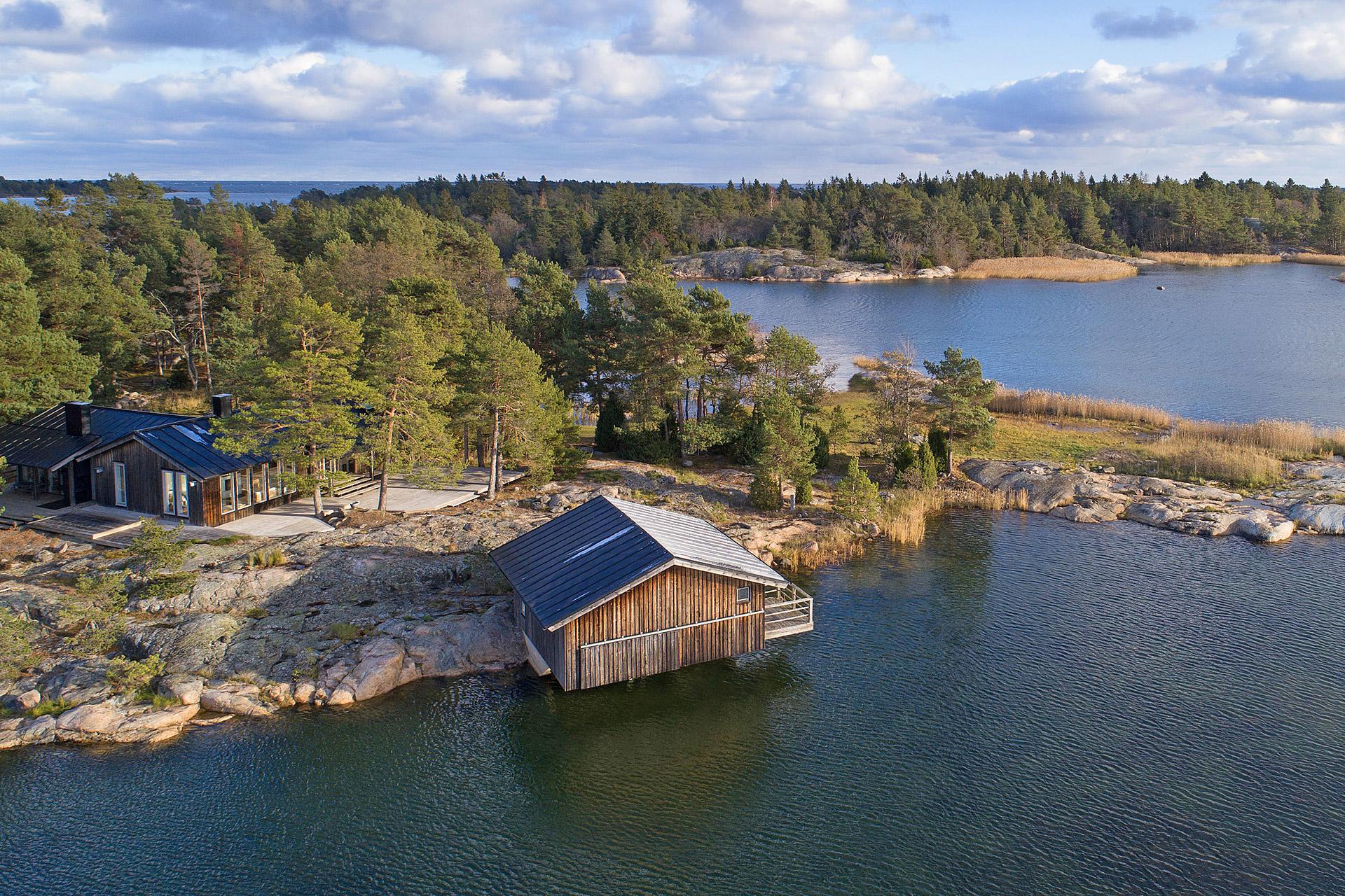 Grillskar Island