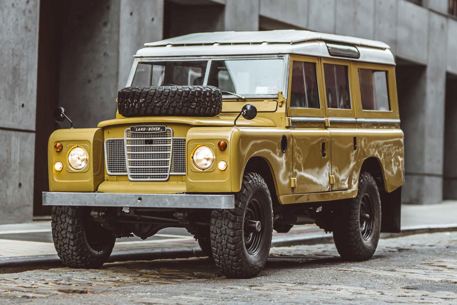 1975 Land Rover Series III 109 SUV