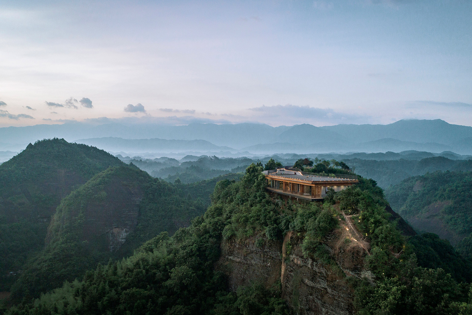 Pingjiang Homey Wild Luxury Hotel