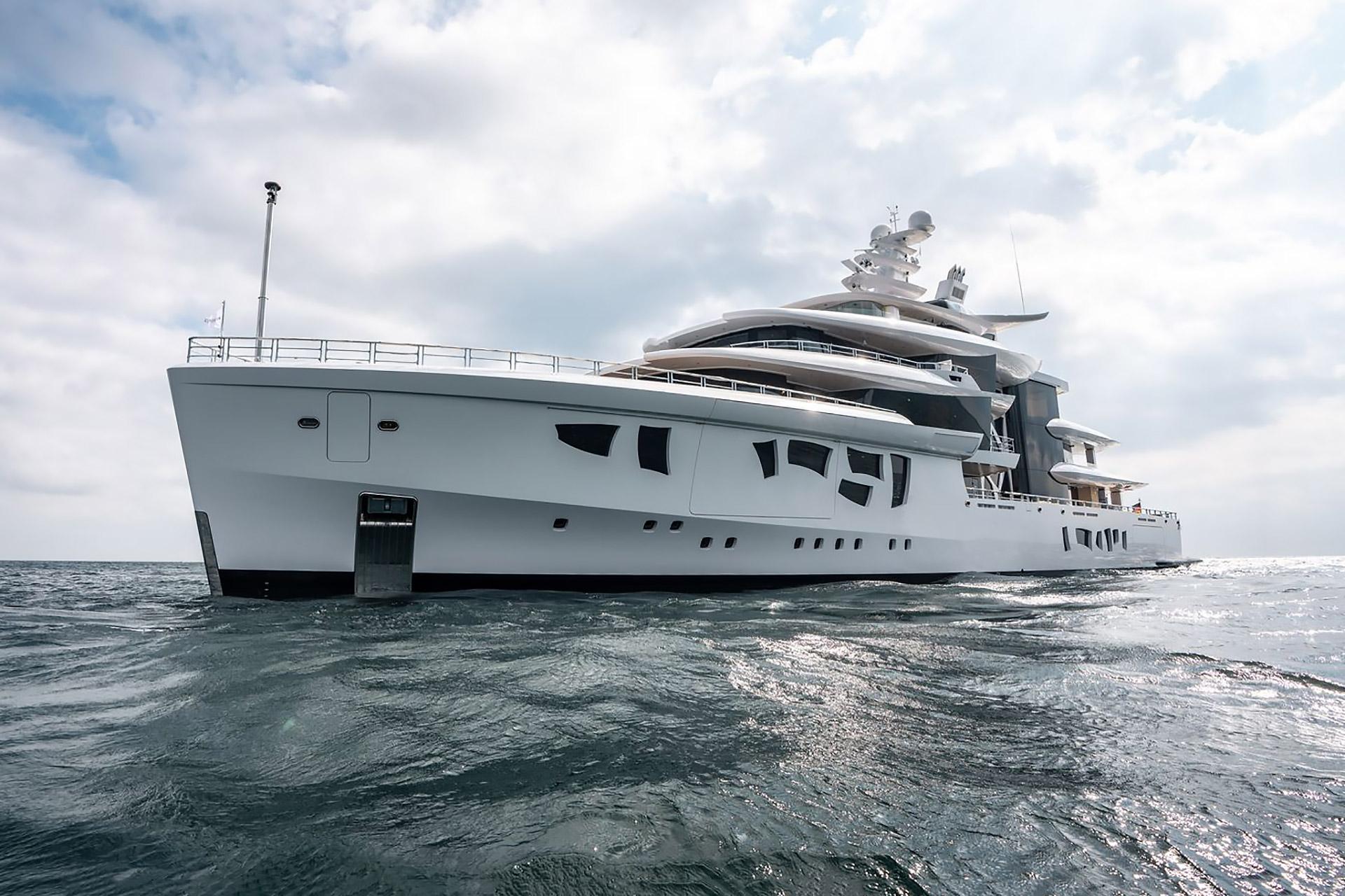 Artefact Hybrid Yacht